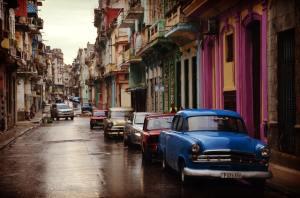 Geparkte Autos auf einer Straße